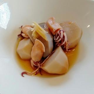 里芋と小さいヤリイカの煮物