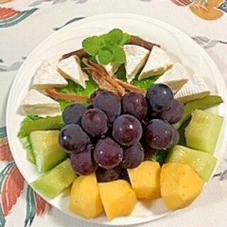 サンチュ、カマンベールチーズ、葡萄、メロンのサラダ