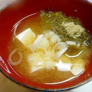 ★豆腐ととろろ昆布の味噌汁★