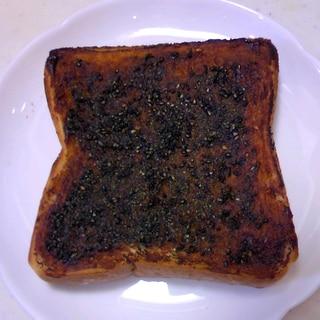 田楽味噌とバターと黒すり胡麻のトースト