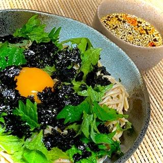 時短で簡単♪ランチに韓国風ピリ辛蕎麦