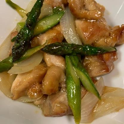 鶏肉が柔らかくて、アスパラや玉ねぎはシャキシャキ感があって、ガッツリ美味しかったです!