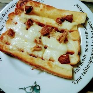 サンドイッチで切り落としたパン耳でナッツトースト