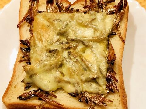 おせちの残りで*田作りチーズトースト