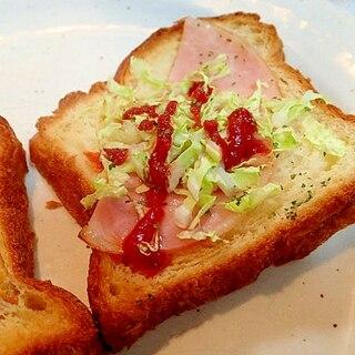 パセリ/ケチャで ハムと白菜のデニッシュパン