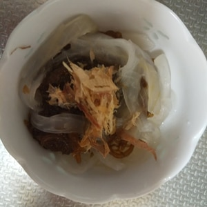 玉ねぎとちくわのもずく酢