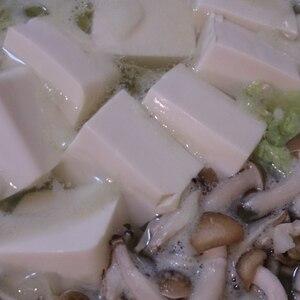 白菜としめじの湯豆腐