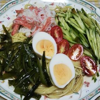 茎ワカメと蟹カマときゅうりと茹で卵の冷やし中華☆
