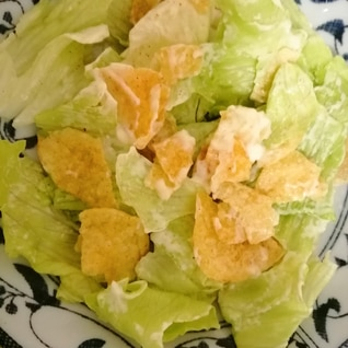 レタスとポテトチップスマヨ混ぜサラダ