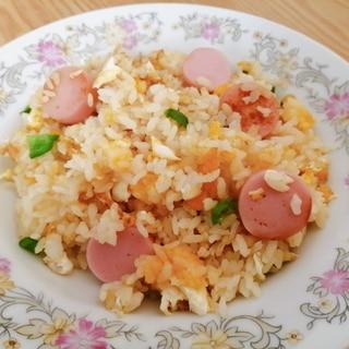 卵と魚肉ソーセージとピーマンの炒飯