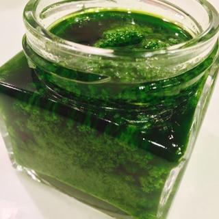 鮮やか緑のバジルペースト(ジェノバペースト)