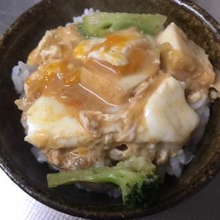 厚揚げとブロッコリーの卵とじ丼