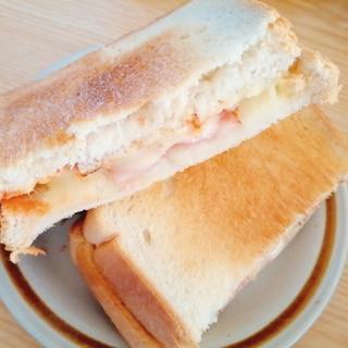 バジル香る☆ベーコンチーズのケチャップホットサンド