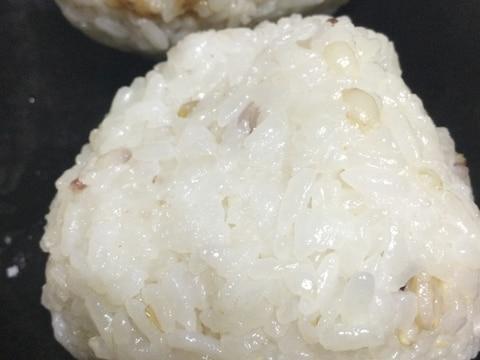 味噌マヨネーズの卵でおにぎり
