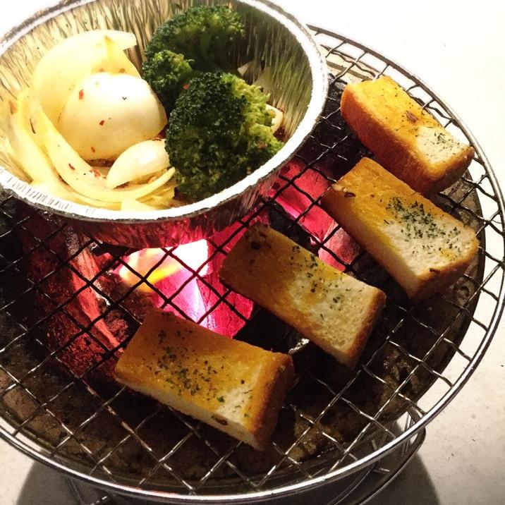 【キャンプ飯】【パン】七輪で炭火ガーリックトースト
