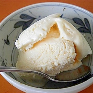 材料4つ。簡単バニラアイスクリーム