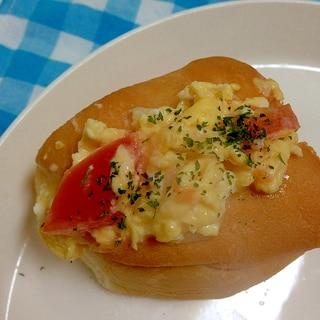 トマトのスクランブルエッグサンド♪