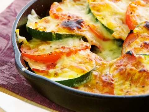 魚焼グリル5分ズッキーニとトマトのカレーチーズ焼き