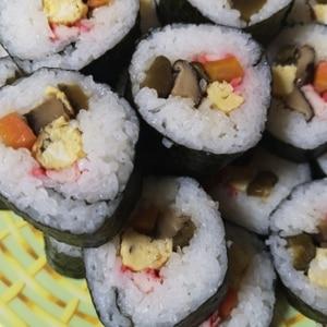 シンプル♪簡単♪太巻き寿司(恵方巻き)