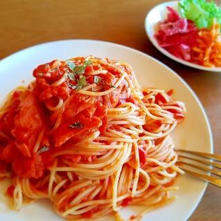 スモークサーモンのトマトクリームパスタ