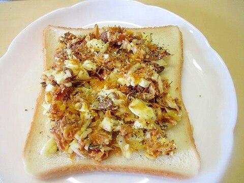食パンでサバ缶とゆで卵のアレンジパン