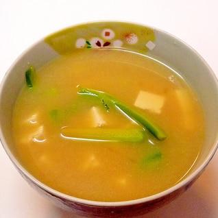 ブロッコリーの茎と豆腐の味噌汁