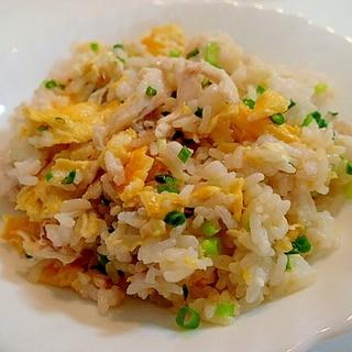 卵とサラダチキンと葱のチャーハン
