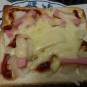 玉ねぎのピザトースト