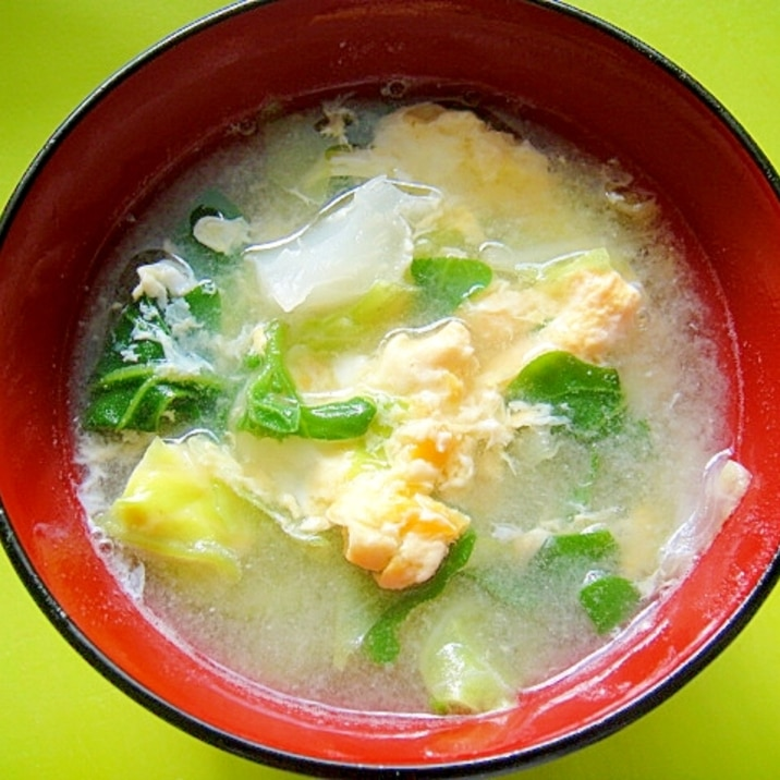 キャベツとつる菜のかき玉味噌汁