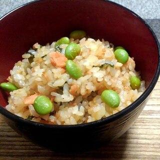 鮭フレークと枝豆のごま味醤油香る海苔混ぜご飯