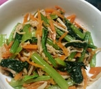 栄養たっぷり!小松菜とにんじん、えのきのごま和え
