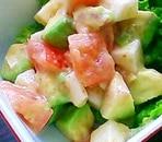 トマト、アボカド、山芋のごまサラダ