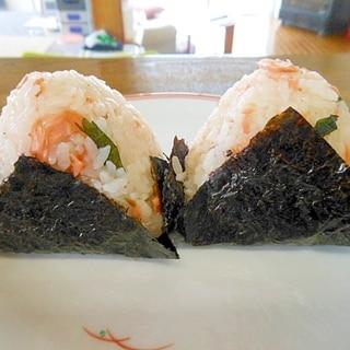 何処を食べても美味しい梅・鮭・大葉・胡麻のおにぎり