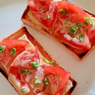 トマトとチーズのトースト
