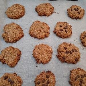 材料4つで作るピーナッツバターオートミールクッキー