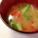 人参と小松菜と油揚げのお味噌汁