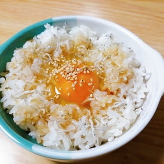 簡単☆ごま油香る♪ちりめんじゃことごまの卵かけご飯