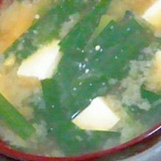 【味噌汁】ニラと豆腐の味噌汁