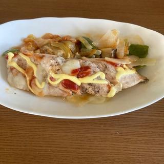 秋鮭(北海道産)と野菜のピザチーズ(国産)蒸し焼き