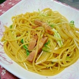 ランチに(/・ω・)/厚切りベーコンと水菜のパスタ