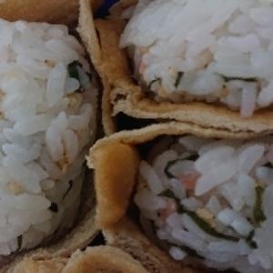 中身が見える 大葉と紅生姜と白ごまのいなり寿司♪