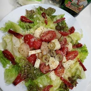 ホタテとスカルモッツァのトマトサラダカプレーゼ風