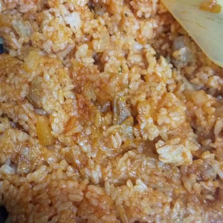 玉ねぎと鶏もも肉のチキンライス