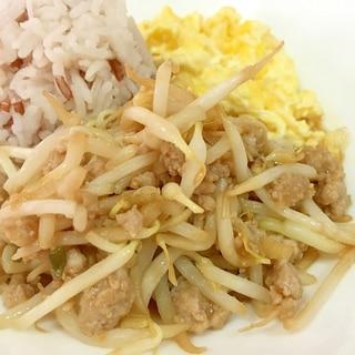 モヤシと豚ミンチの味噌中華炒め