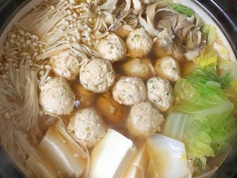 鶏つみれと白菜豆腐えのき舞茸の醤油仕立て鍋♡