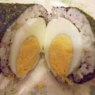 スコッチエッグ風? ゆで卵入りおにぎり