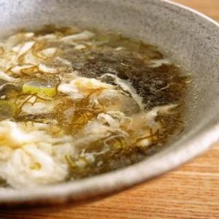 ふわふわ卵ともずくの中華風スープ