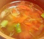 人参とアスパラガスの彩りコンソメスープ