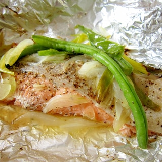 簡単☆サーモンとたっぷり野菜のホイル焼き