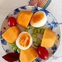 柿、ゆで卵、ミニトマト枝豆のサラダ